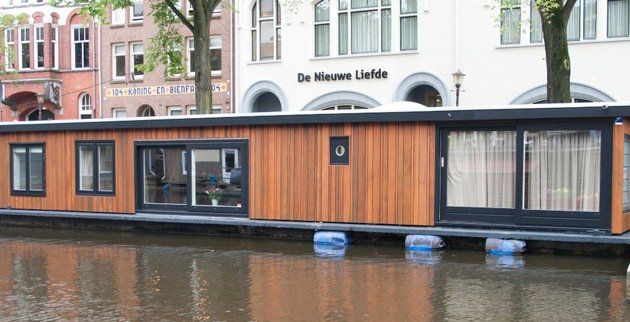 Sleeping on a houseboat in Amsterdam